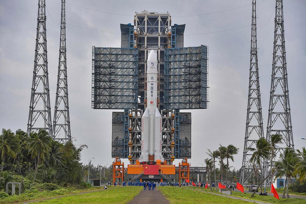 O foguete Longa Marcha 5 que deu início a missão Chang'e 5. TOP FOTO VIA AP IMAGES
