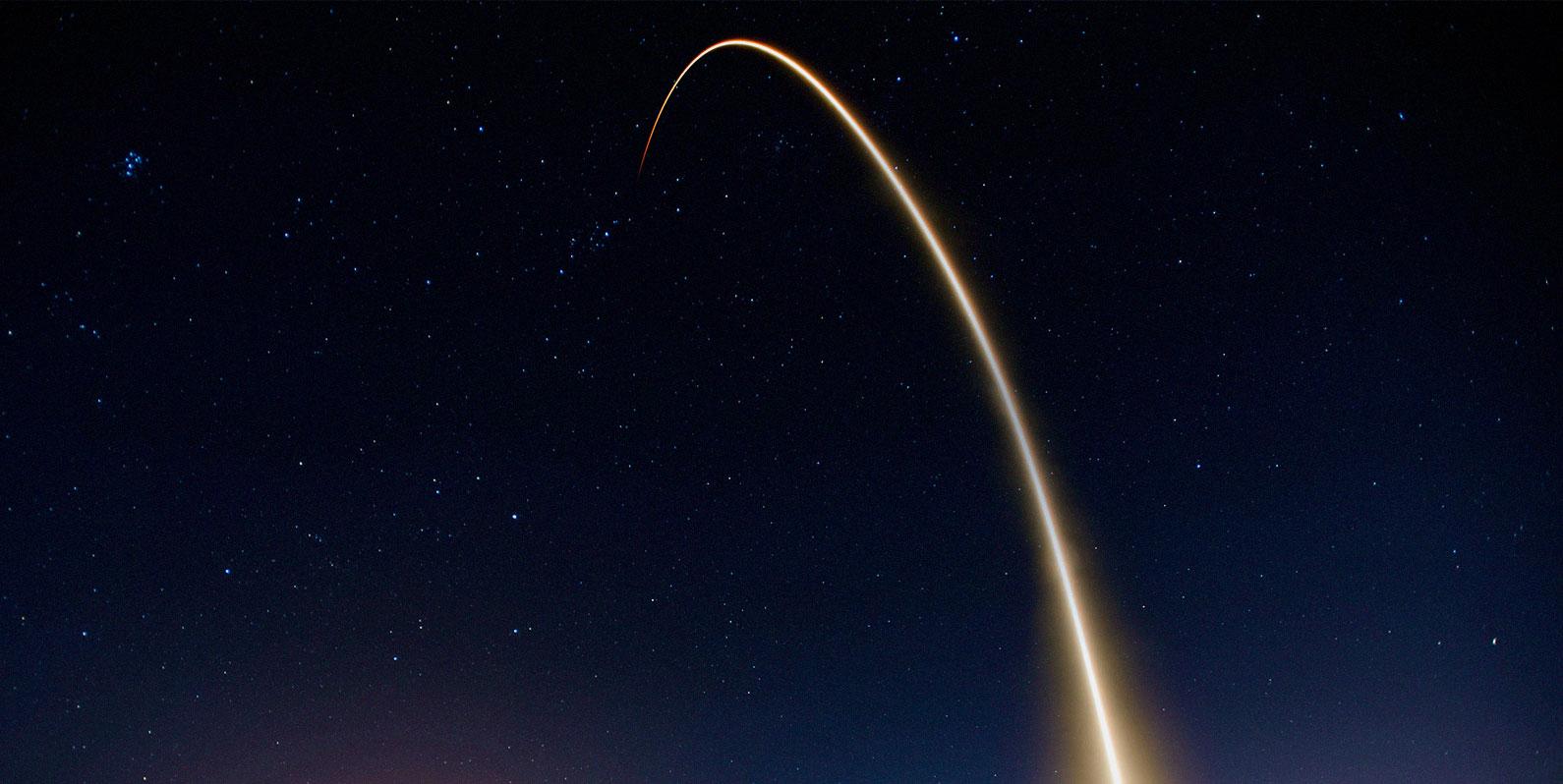 China lança sua primeira missão para trazer rochas lunares de volta à Terra
